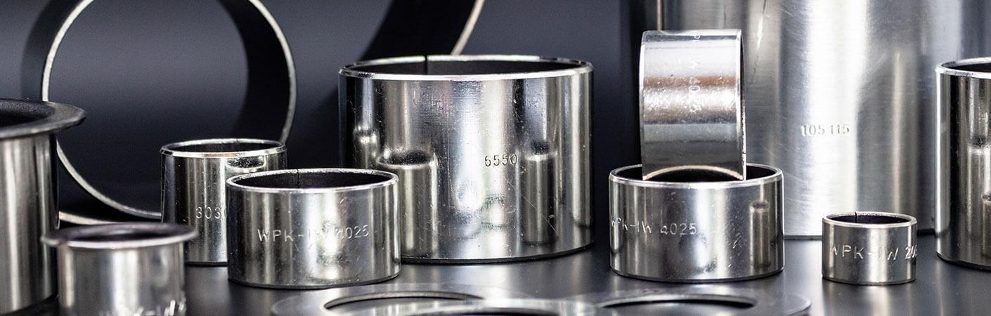 Gleitlager der WPK1-W-Serie: Zylinderbuchsen, Bundbuchsen und Anlaufscheiben aus Stahl